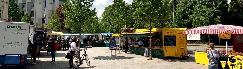 Straßenmarkt bei Tag